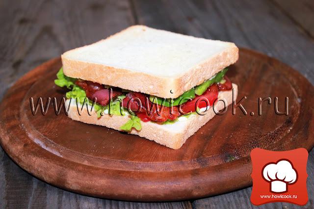 рецепт cэндвича с беконом, листовым салатом и помидором