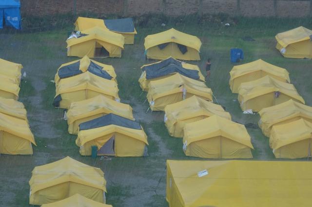 Fuertes lluvias dejan inundados los alrededores del campamento de refugiados venezolanos en Colombia