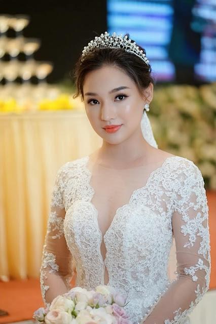 """Nhan sắc đúng chất """"nàng thơ"""" của vợ cố diễn viên Duy Nhân trong đám cưới lần 2 ở Hà Nội 3"""