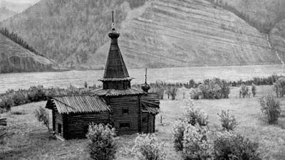 templo antiguo de un pueblo ruso