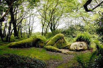 Incrível escultura viva nos jardins perdidos de Heligan muda sua aparência com as estações