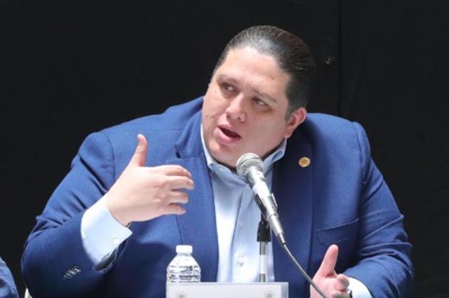 Luis Mendoza pide a dependencias desistir de contratos con los familiares del Presidente de la República
