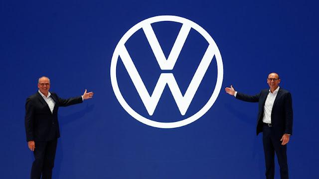 """Volkswagen se sumerge en """"una nueva era"""" cambiando su logotipo y estrategia de marketing"""