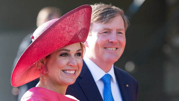 King Willem-Alexander and Queen Maxima of the Netherlands tour through the 'Hollaender-Saal' (Dutchmen Hall) of the Alte Pinakothek museum in Munich