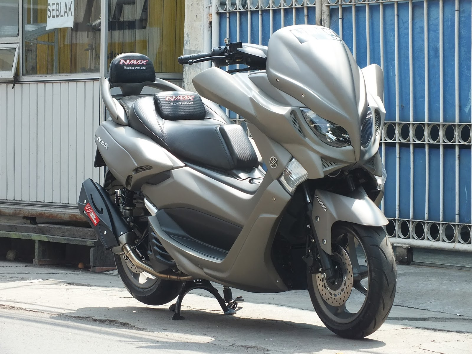 ngecat motor yamaha nmax custom paint gun metal doff pesanan mr ari cikeas. Black Bedroom Furniture Sets. Home Design Ideas