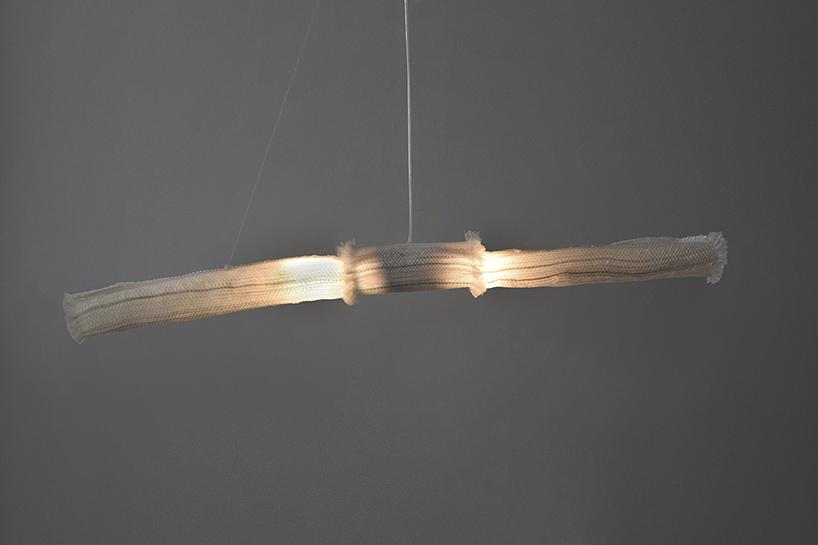 Rede de pesca reciclada vira luminária