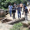 Respon Cepat, Wabup Hairan Langsung Cek Kondisi Jembatan Yang Tergerus Akibat Banjir