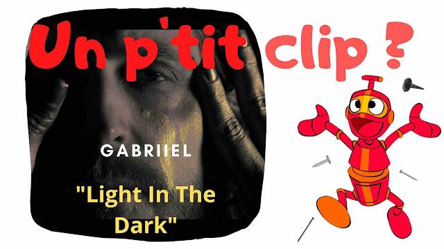 """Avec """"Light In The Dark"""""""", Gabriiel parvient à nous envelopper de sa voix chaude au rythme d'une folk mêlant rêverie et introspection."""
