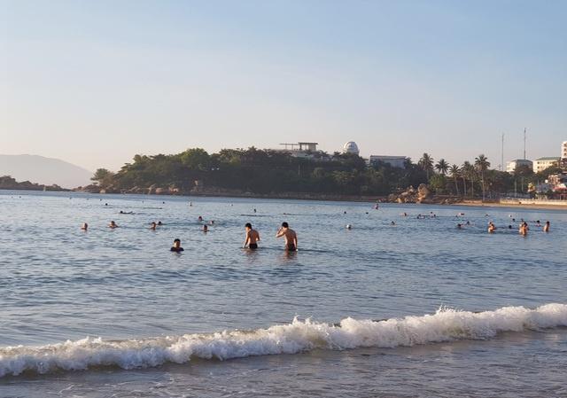 Nha Trang cho tắm biển trở lại từ 04/05/2020 sau thời gian cách ly xã hội 4
