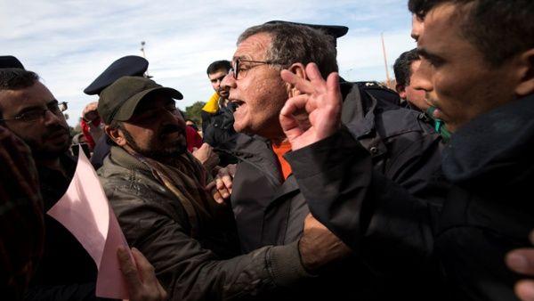 Refugiados en campos de Grecia inician huelga de hambre