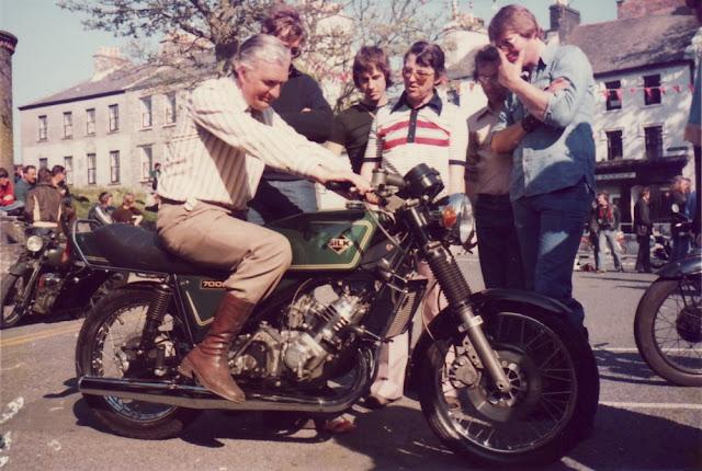 Silk 700S Sabre Motorbike