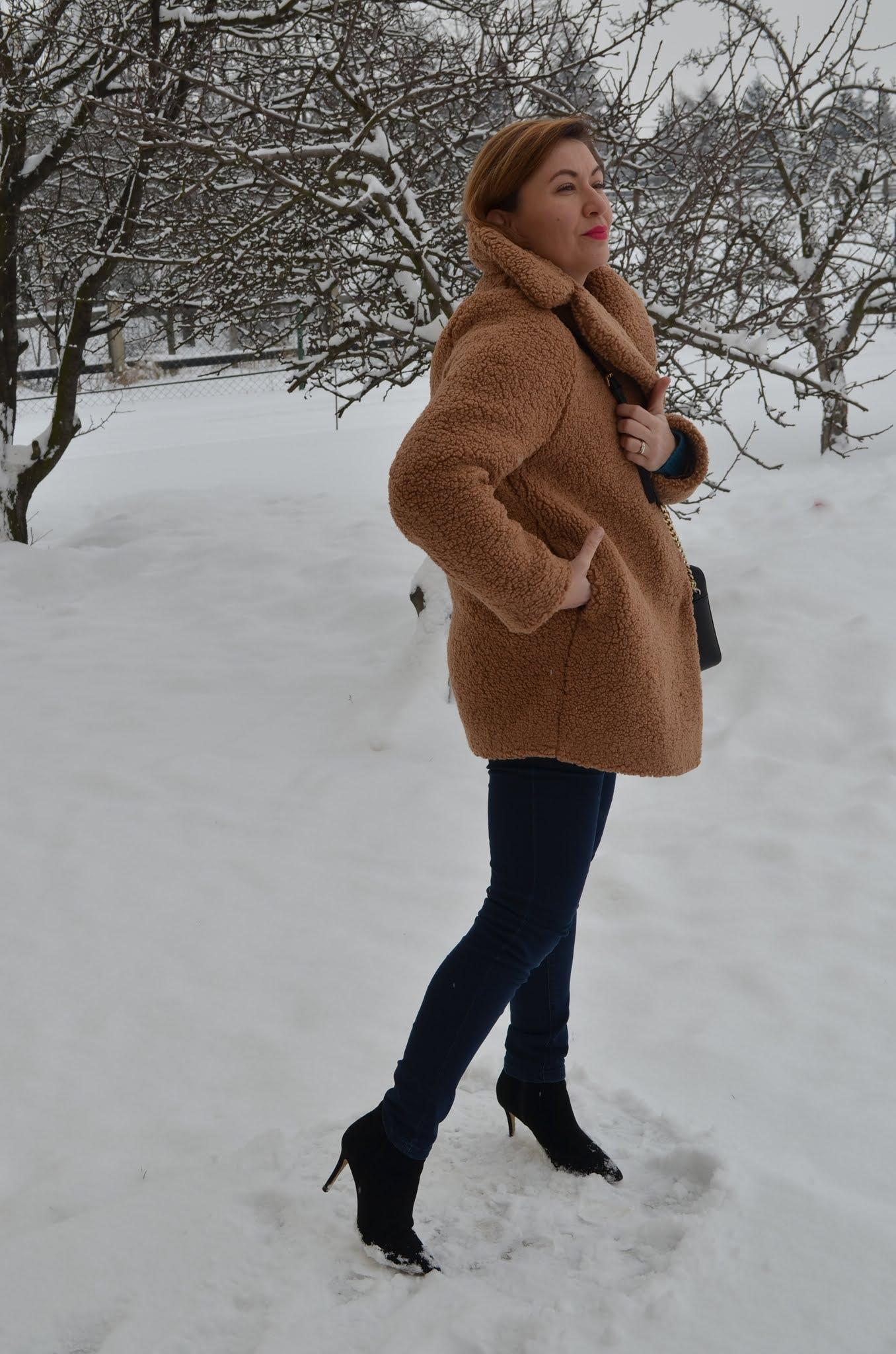 Beżowy płaszcz, płaszcz Teddy, Teddy Coat; Baranek, Płaszcz Laurella, blogerka 40+, Zimowa stylizacja, krótki baranek