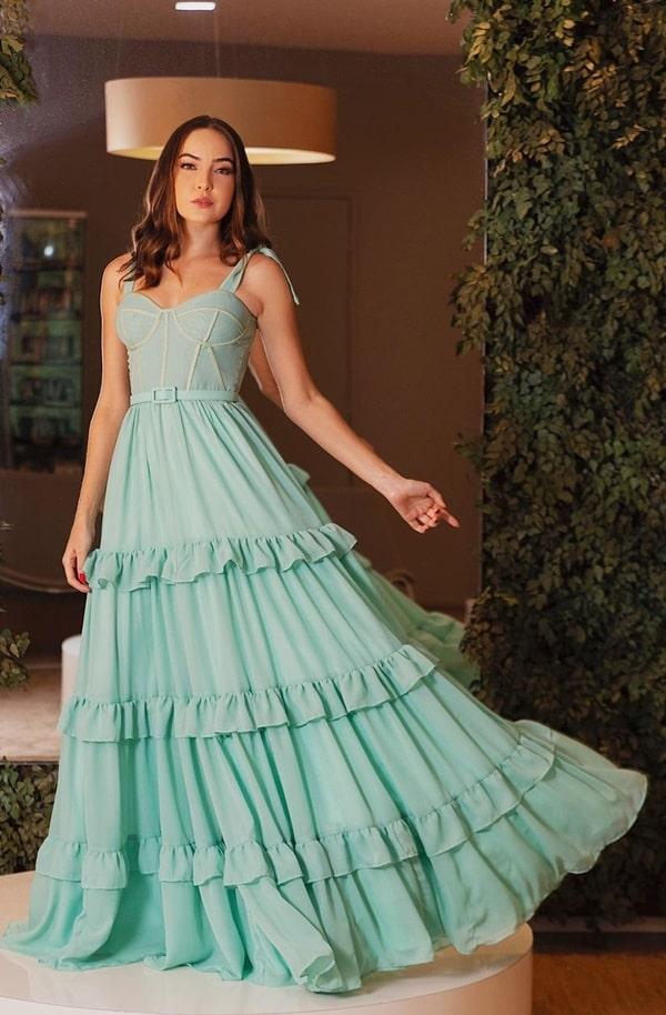vestido longo verde menta com saia em camadas