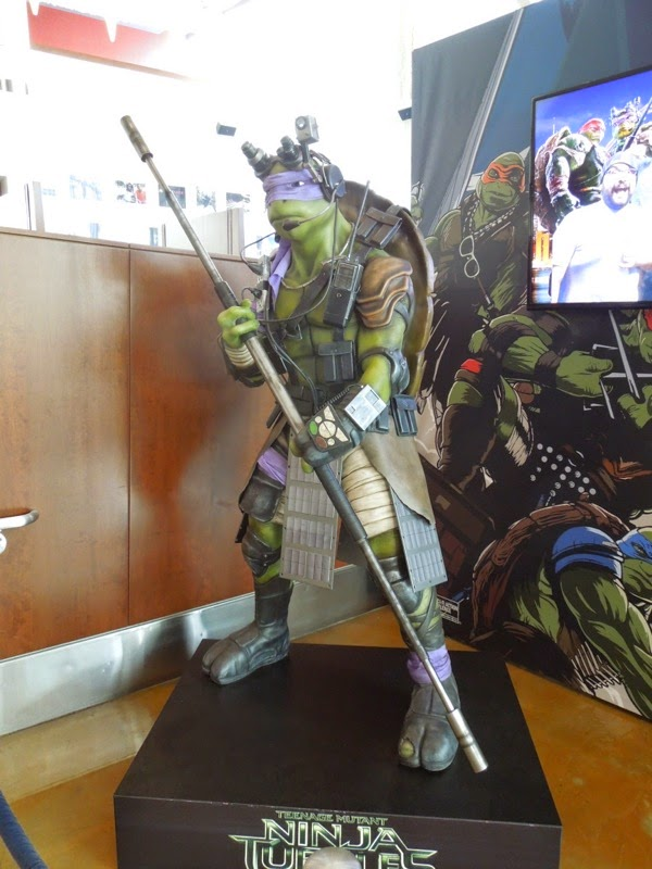 Teenage Mutant Ninja Turtles Donatello cinema statue