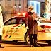 مفتش شرطة يشهر سلاحه الوظيفي لتوقيف شخص تعمد خرق إجراءات حالة الطوارئ الصحية وعرض سلامة عناصر الشرطة لتهديد خطير