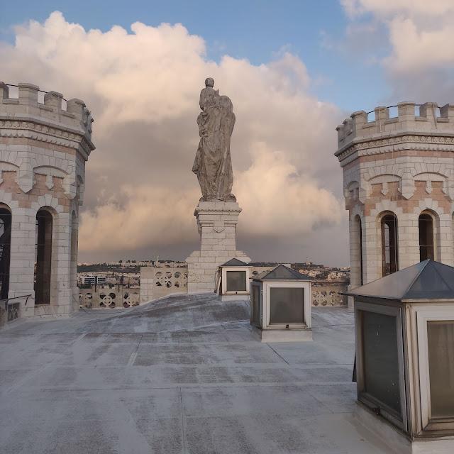 פסל מריה הקדושה בירושלים