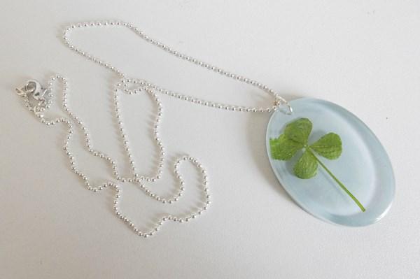 DIY : pendentif trèfle à quatre feuilles