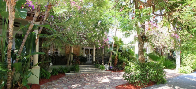 Casa Grandview is a luxury West Palm Beach boutique hotel in South Florida. Our bed & breakfast in West Palm Beach features 18 suites and vacation rentals.