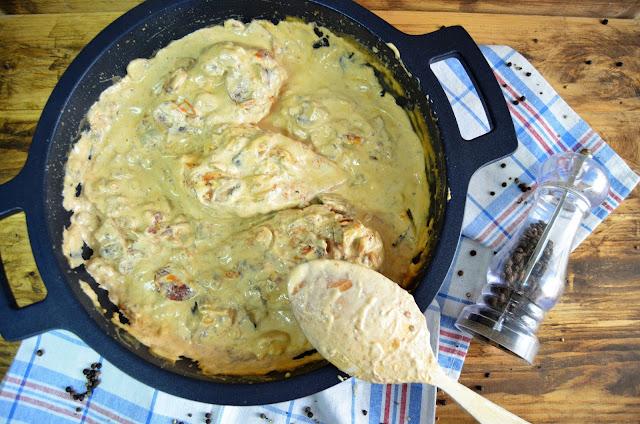 Pechuga de pollo con champiñones y tomates secos