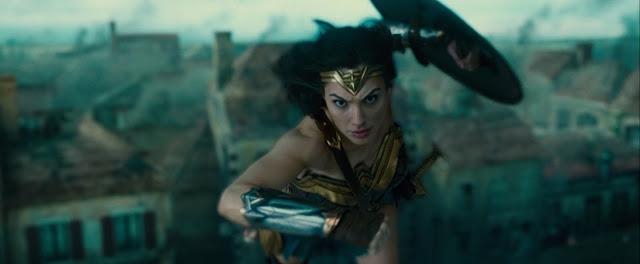 Wonder Woman dando saltitos