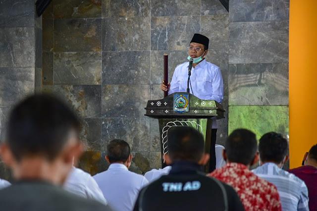 Jadi Khatib dan Imam Salat Jumat, di Masjid Al-Amin, Ini Isi Khotbah Gubernur