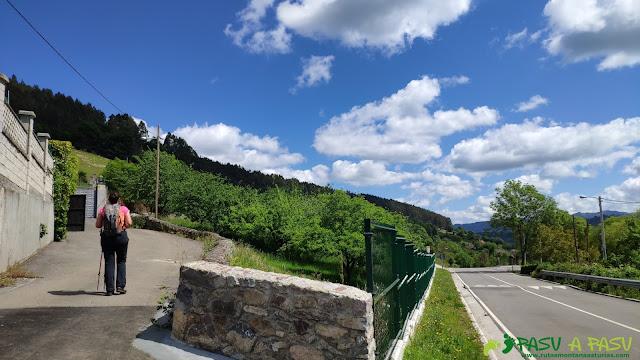 Desvío en Villar para bajar a Trubia