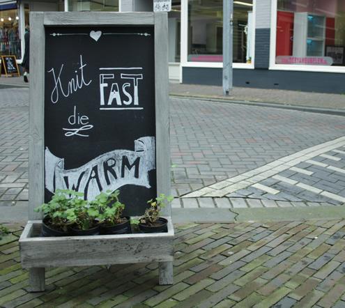 Wolwinkel in Rotterdam, Ja Wol | Happy in Red