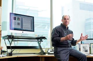 David Julius, Tiến sĩ, giáo sư và chủ nhiệm Khoa Sinh lý của Đại học California, San Francisco, chụp ảnh tại văn phòng của ông