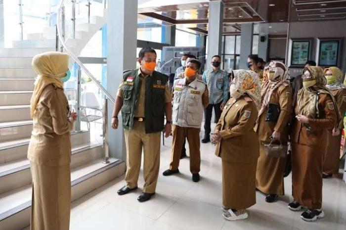 Gubernur Arinal Cek Langsung Alat Diagnonis Covid-19 PCR dari Kementerian BUMN