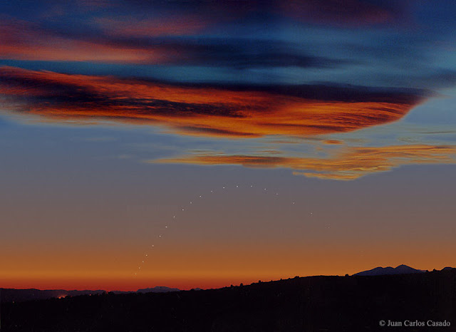 Sao Thủy ở gần chân trời. Credit: Juan Carlos Casado.