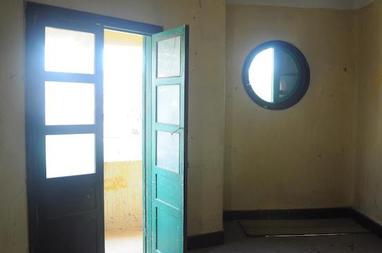 Nội thất một phòng ở lầu 2 của biệt thự bỏ hoang Đà Lạt