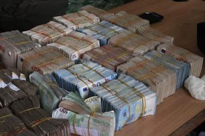 Tip-off by a whistleblower on Tuesday, April 11, led to another discovery by EFCC of a staggering sum of N4 billion suspected to be proceeds of crime.