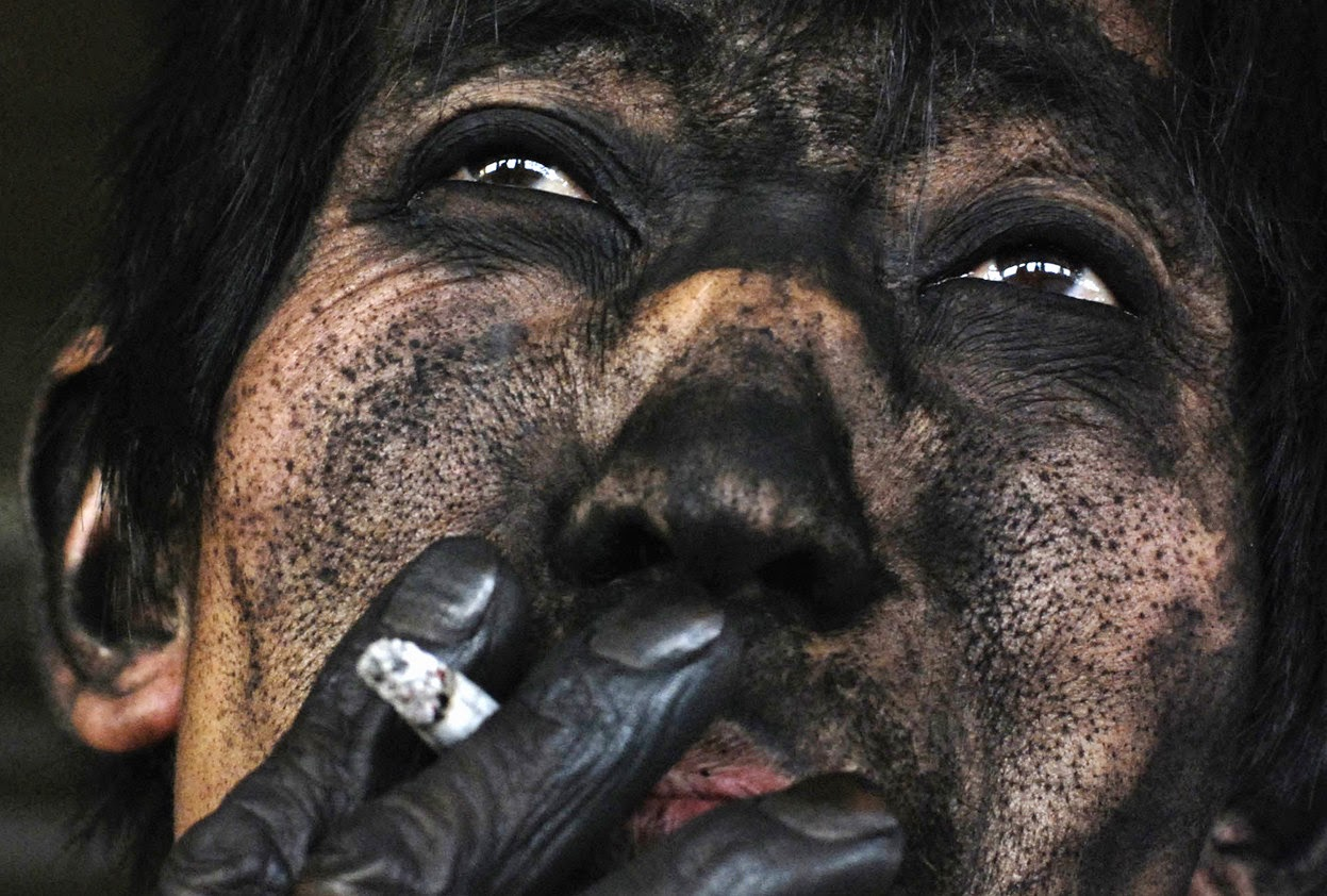THE FACE OF A CHINESE COAL MINER - 29 Breathtaking Photographs of The Human Race