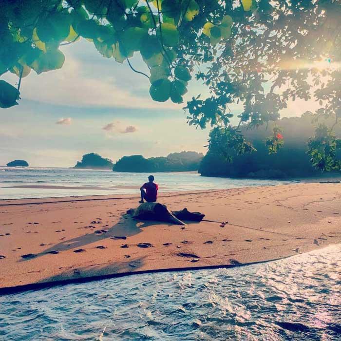 Fasilitas Wisata di Pantai Bantol Malang