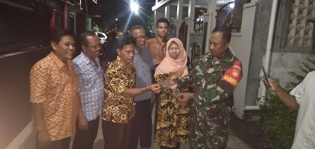 Babinsa Koramil 22 Wonosari Bantu Berantas Sarang Tawon Vespa