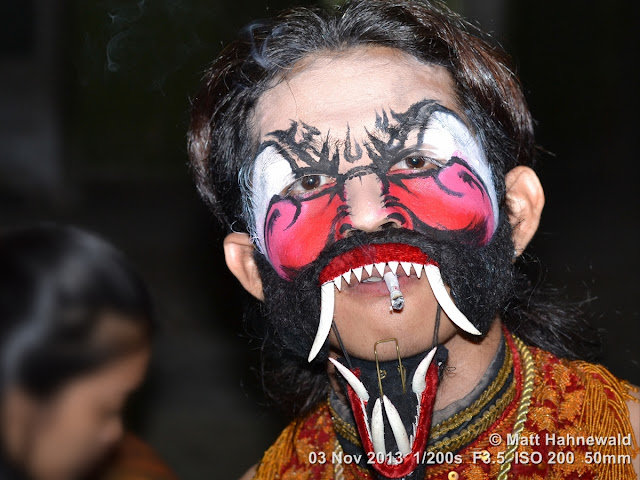 photo, portrait, Facing the World, © Matt Hahnewald, artist, 50 mm prime lens, Nikon DSLR D3100, make-up, actor, performer, mask, Indonesia, wayang wong, Java, Javanese dance, wayang orang, dancer, posing, smoking, cigarette, Surakarta