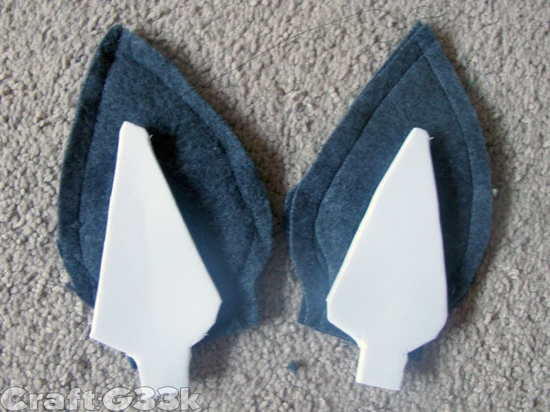 Cut four ear pieces from grey fleece then each pair sew right side together and reverse. Trace the resulting shape onto craft foam then stuff the foam ... & craft:g33k: HOWTO: Toddler Totoro Costume
