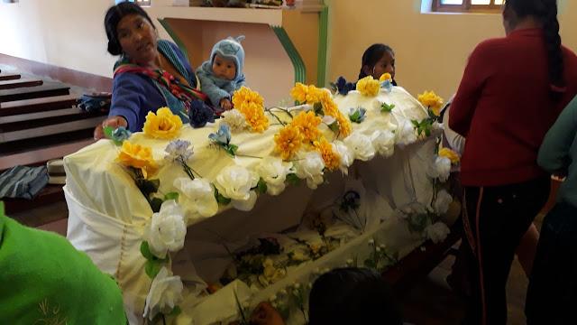 Das Grab Christi wird geschmückt