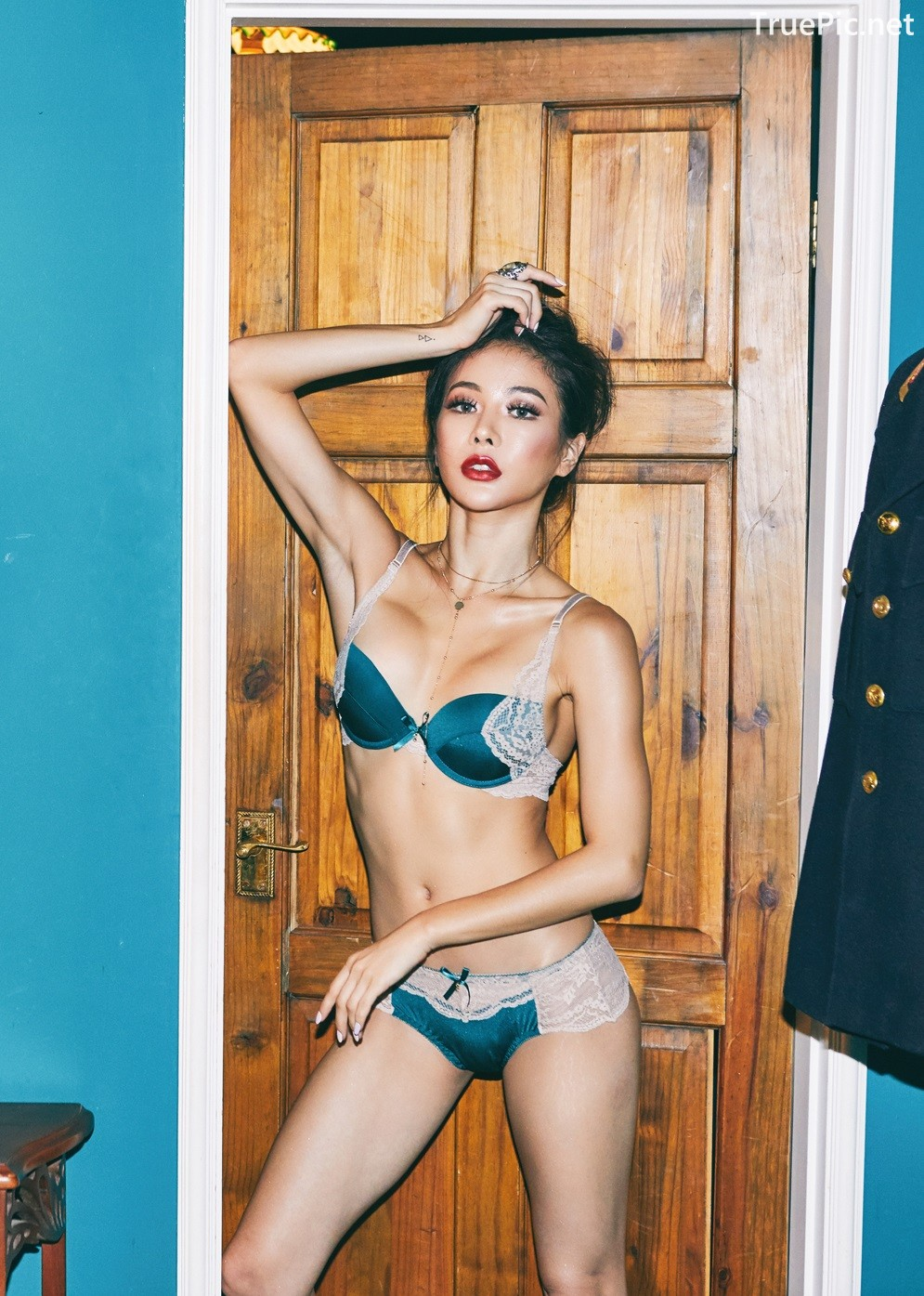 Image Korean Fashion Model - An Seo Rin - Green Camisole and Lingerie - TruePic.net - Picture-5