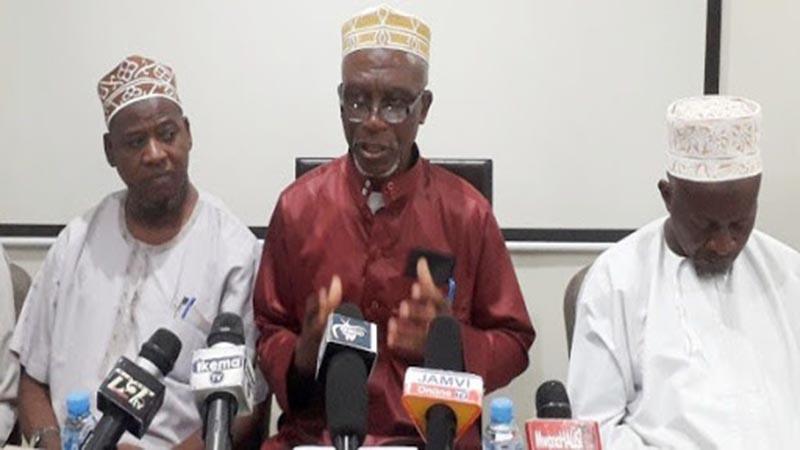 Sheikh Issa Ponda na viongozi wengine wa Kiislamu katika kikao na wanahabari Dar es Salaam