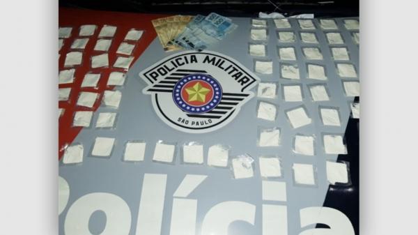Em Adamantina Polícia Militar prende homem com levava 73 sachês de cocaína no bolso de sua bermuda