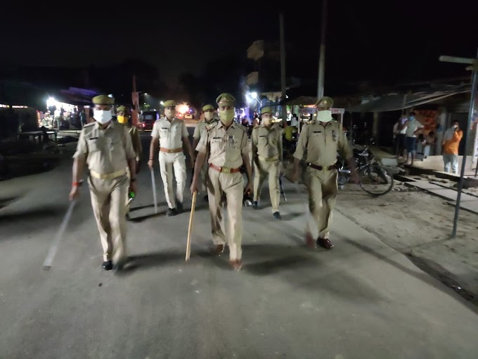 uniformed police team, walk, Gasht, face mask, on duty