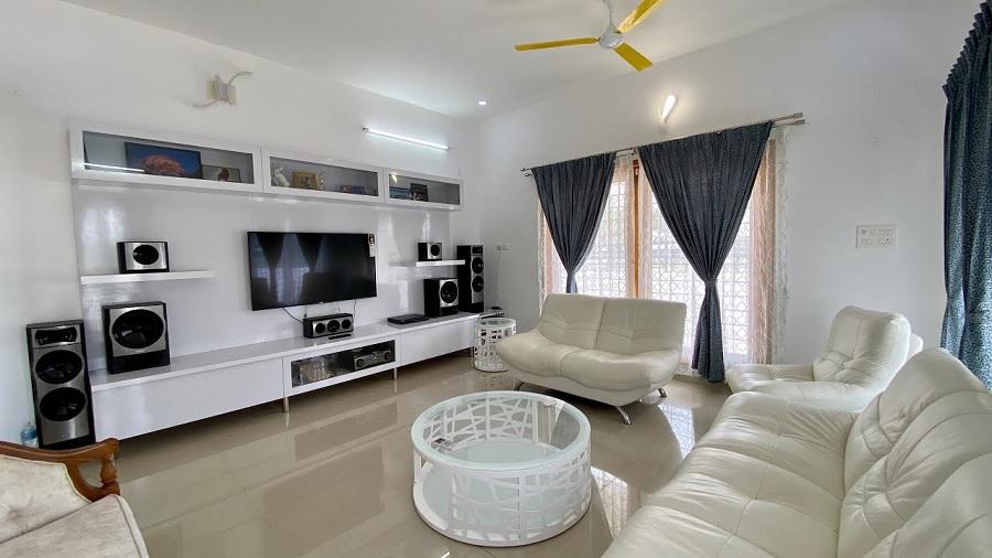 5.5 சென்ட்டில் 2600sqft ல் அழகான 3BHK வீடு!! Luxury 3BHK Fully Furnished House..