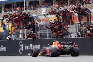 FÓRMULA 1 - La lluvia desató la locura en Alemania donde venció Verstappen con Vettel y Kvyat de acompañantes en el podio