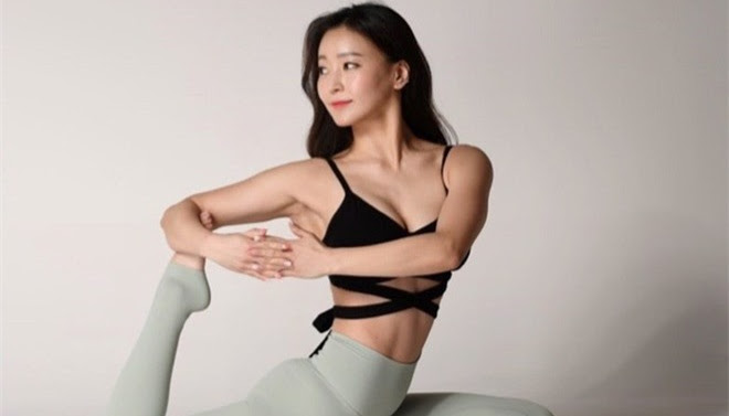 Korean 'Yoga Goddess' with 6-pack abs and perfect round measurements