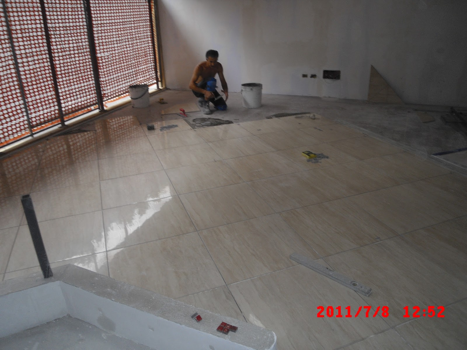 Piastrelle vetro cemento abbinare il pavimento al rivestimento