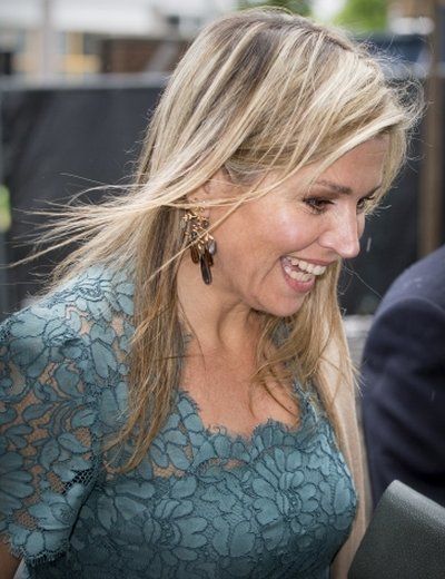 Queen Maxima at Innovation Summit for women TheNextWomen - opzij magazine. Queen Maxima wears Natan Lace Dress