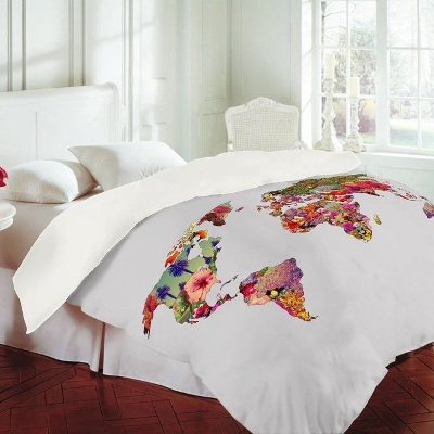 Gunakan selimut dengan gambar peta. Bisa beli, atau buat sendiri dengan melukis peta pada kain polos.