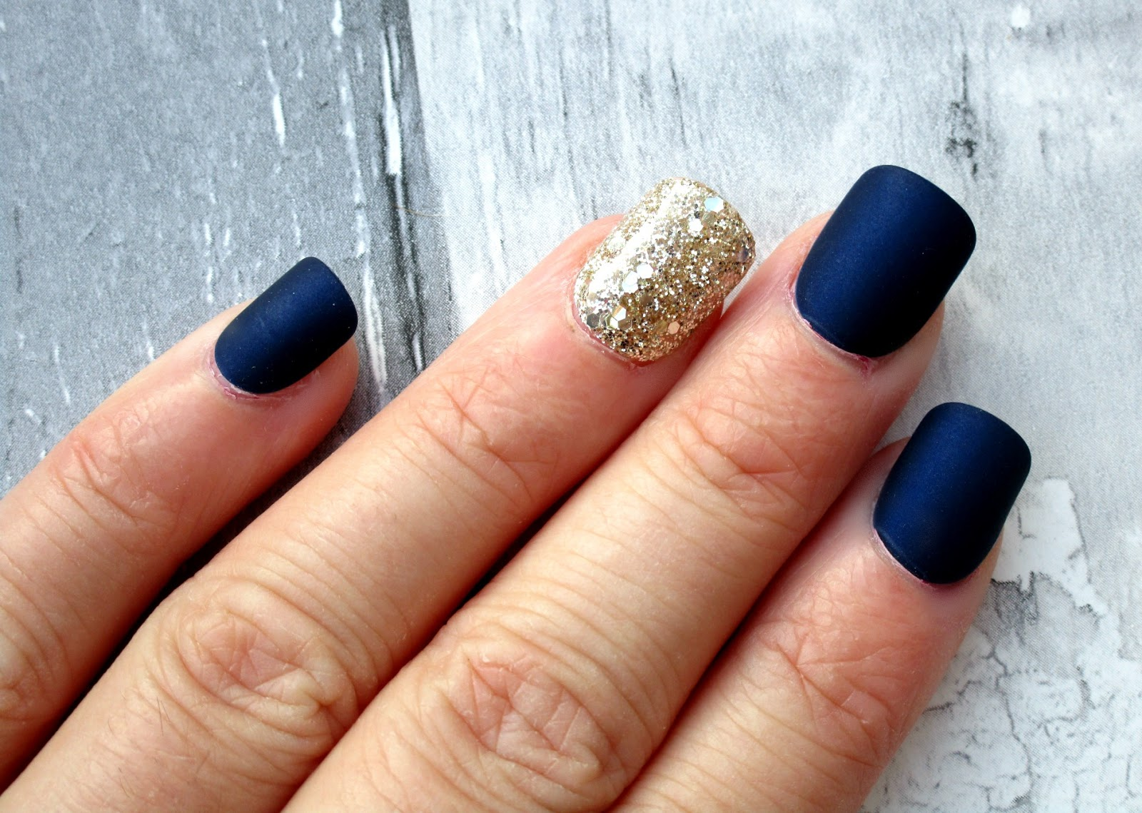HaySparkle: Easy \'At Home\' Press On Nails by KISS