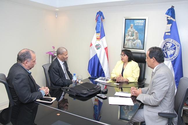 La rectora de la UASD, Emma Polanco  recibió en la visita  de su homólogo haitiano